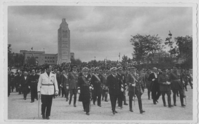 Foto inauguració del monument al Baleares